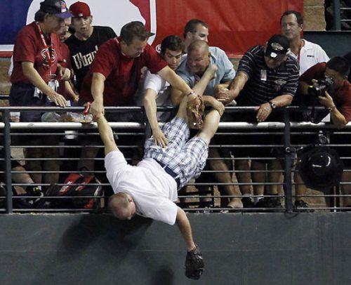 funny-crazy-sports-fans-18.jpg