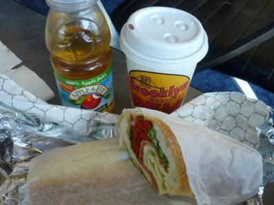 NYらしくイタリアンなサンドイッチの朝食
