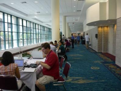 この学会の、みんながテーブルでパソコンに向かって勉強している雰囲気が好きである