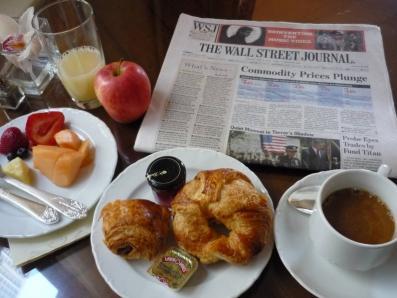 クラブルームで軽く朝食。
