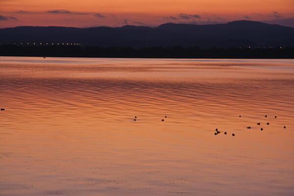 オレンジ色の湖  網走湖