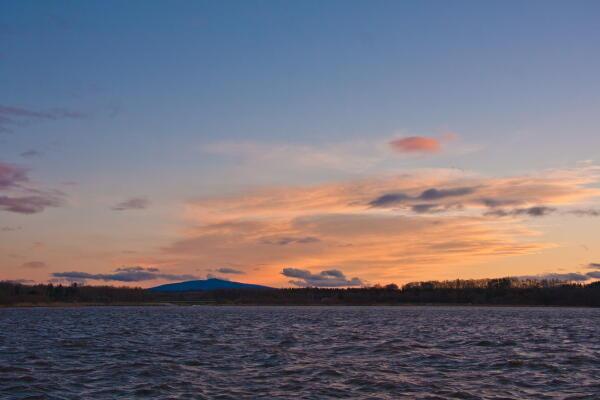 網走湖からの藻琴山