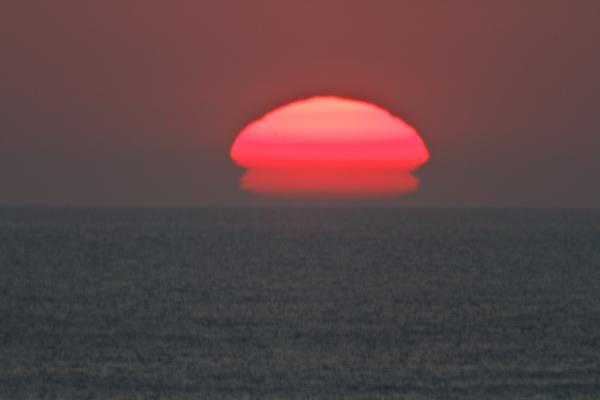 変形する夕日 1