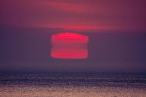 夕陽の変形