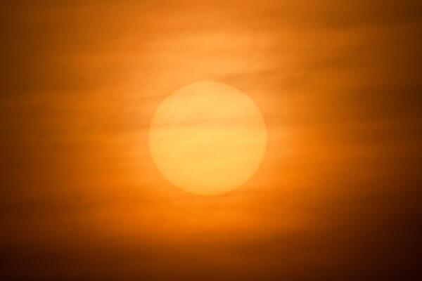 雲の中の夕陽