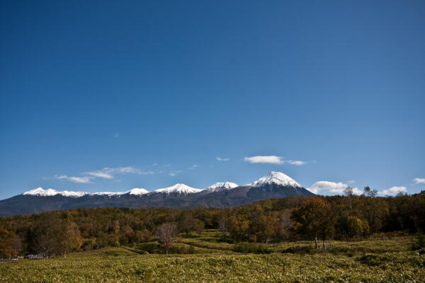 去年の昨日知床連山には雪が積もっていました