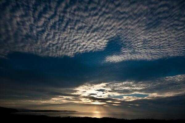 光芒と鱗雲