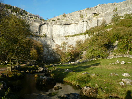 石灰岩の屏風岩マラムコーブa