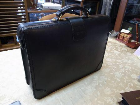 herz(ヘルツ)社の鞄