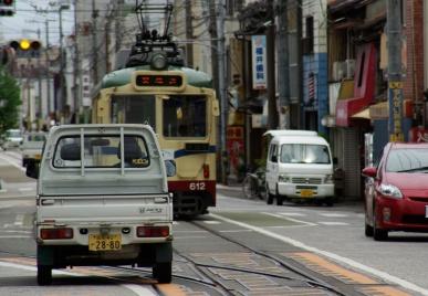 路地裏の電車