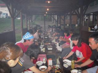 参加者全員での夕食はBBQ