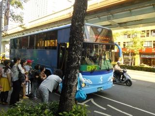 九份行きのバスが来た