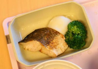 普通食81ゆ 白身魚のバタ焼き
