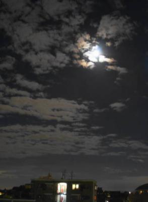 十六夜(いざよい)の月