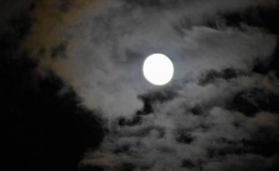 十六夜・雲間の月