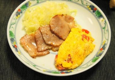 ベーコン&トマトオムレツ&キャベツ炒め