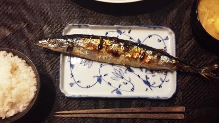 魚焼きグリルの姿焼メニューで秋刀魚を美味しく焼きました!