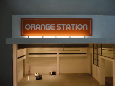 オレンジステーションサイン