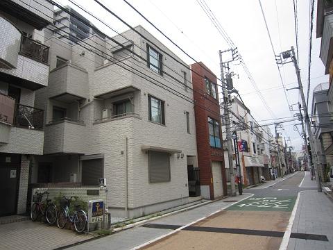 商店街のアパート