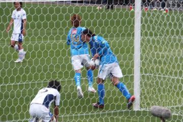後半になって漸く2点を返す横浜FCだったが。田原もボールを持って素早いリスタートを促す。