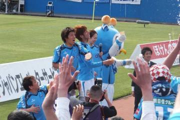 試合終了後のビクトリーステージには、共にJ初ゴールの中里&佐藤選手が。