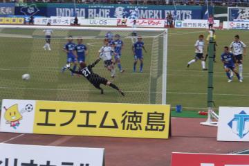 カイオの見事なゴールが決勝点。横浜FCが逆転勝利を挙げる。
