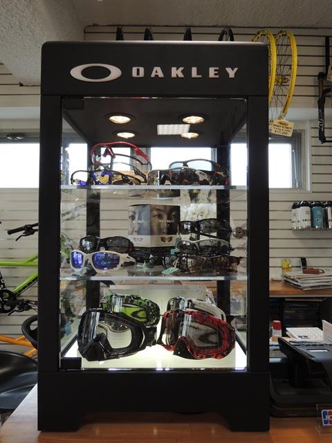 oakley02.jpg