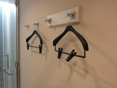 シャワールームのハンガー