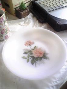 アルコパル 薔薇柄の皿