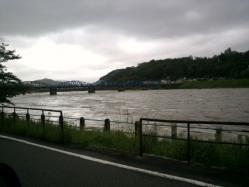 20110530川の水 (゜ロ゜;三;゜ロ゜)2