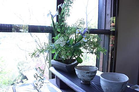 窓際の野の花♪