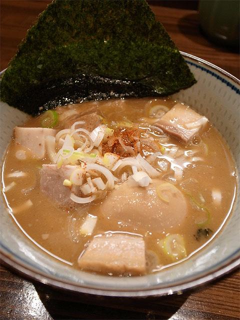 120412もり田-豚骨肉入りつけ麺・つけ汁