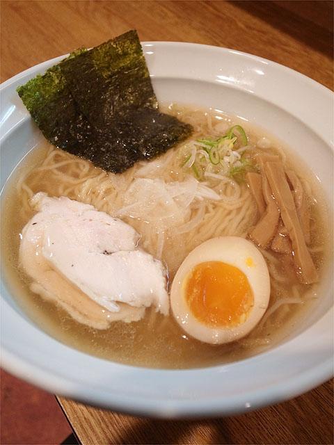 120409月麺labo-鶏飛魚ラーメンしお