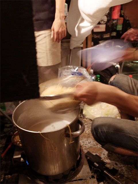 120803犬丸-麺茹で