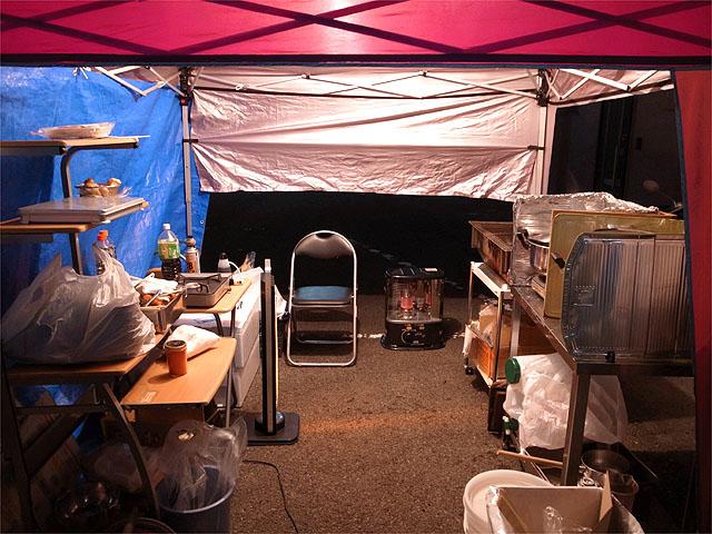 121127東北支援隊-外厨房