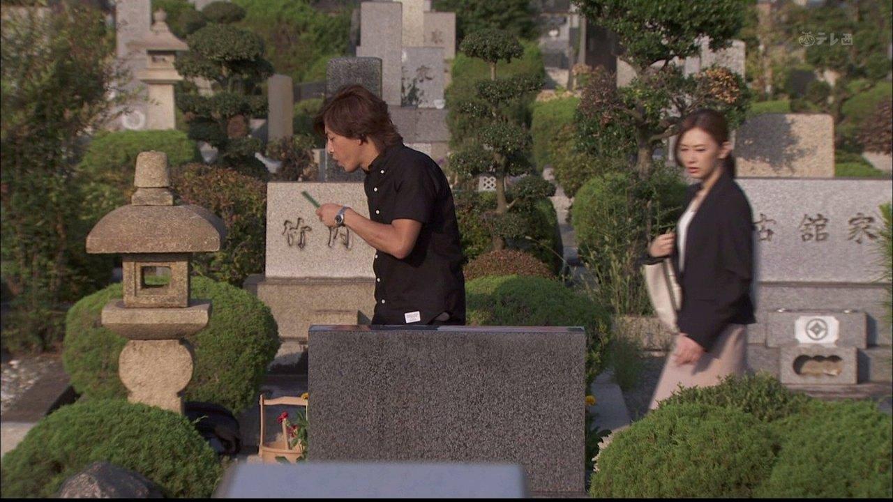 ドラマ「HERO」の墓参りシーンで木村拓哉と北川景子の後ろに移る古館家と竹内家の墓
