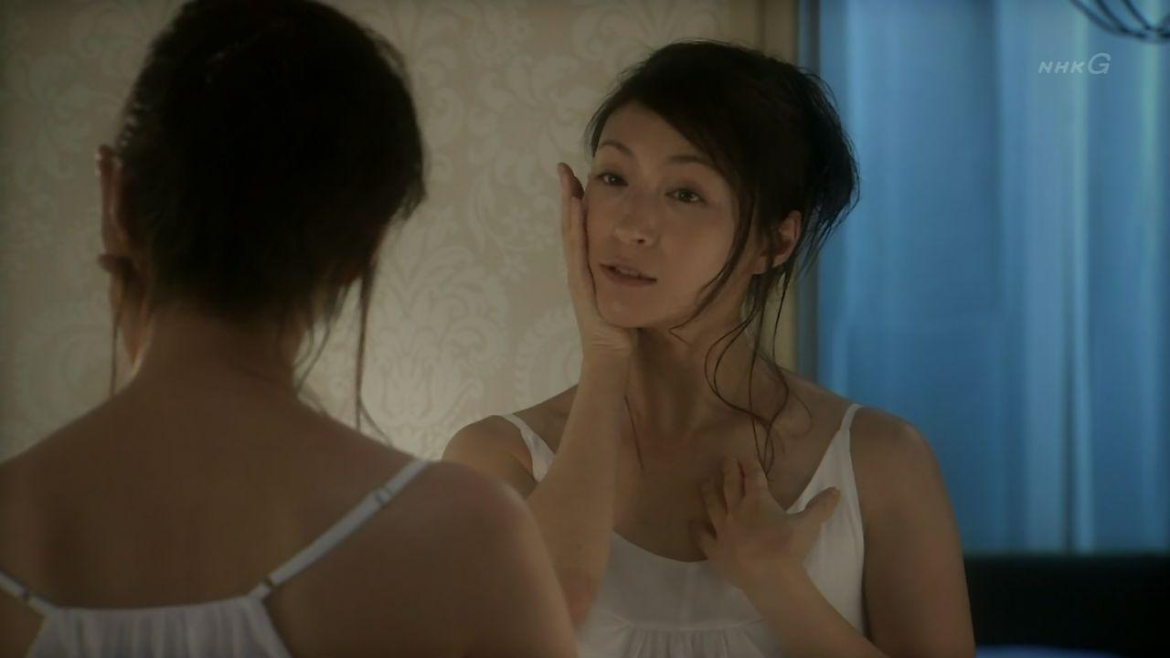 NHKドラマ「聖女」でキャミソール姿の広末涼子