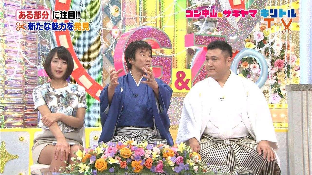 タイトスカートで舌を出してる竹内由恵アナ