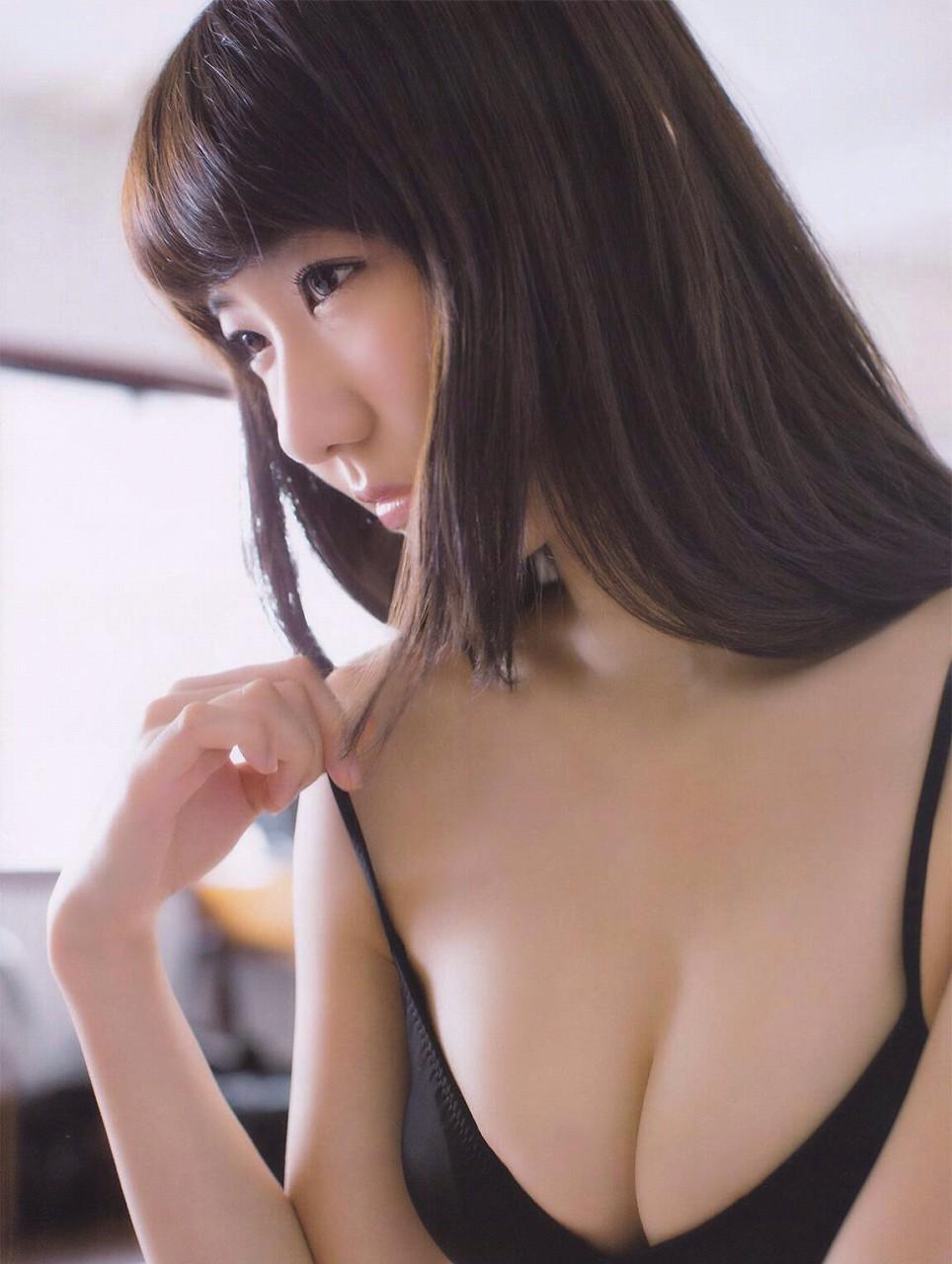 AKB48・山本彩のグラビア