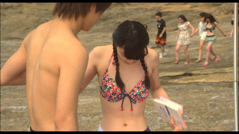 映画「今日、恋をはじめます」の武井咲ビキニ水着シーン