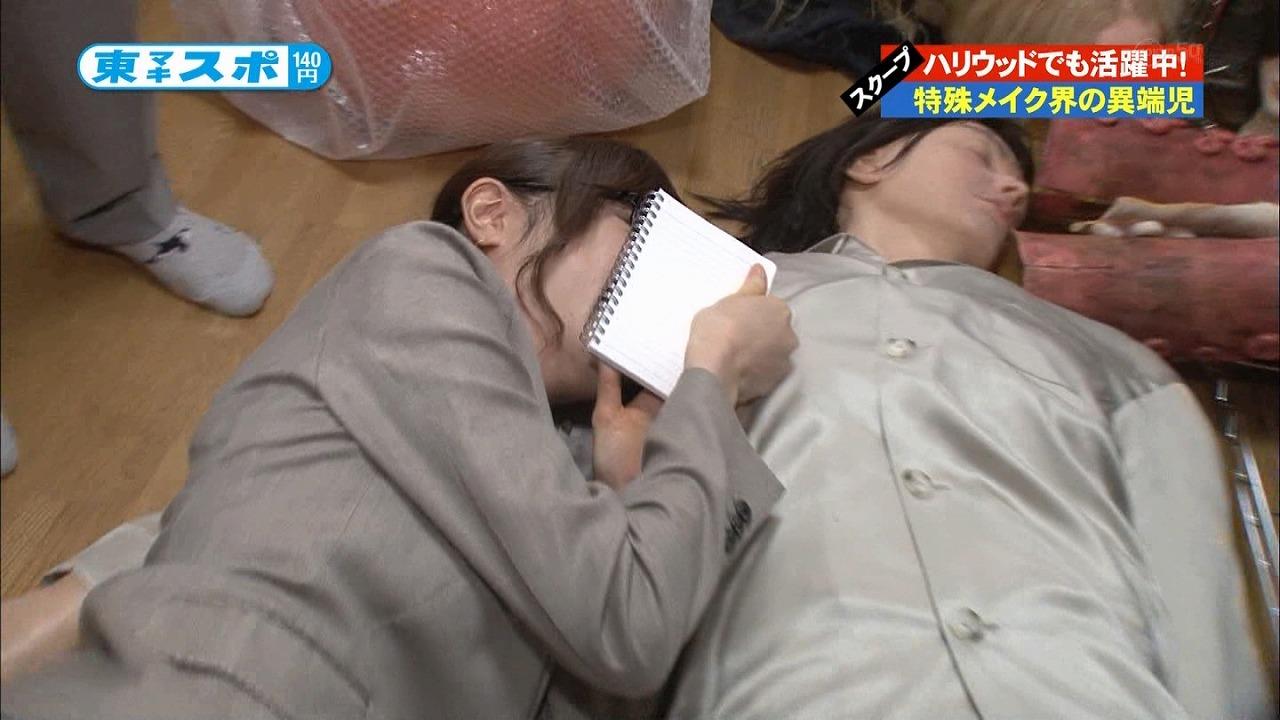 マネキンと添い寝する紺野あさ美アナ