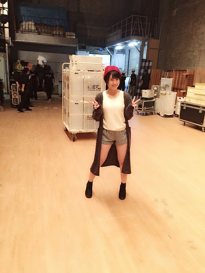 ショートパンツを履いた朝長美桜