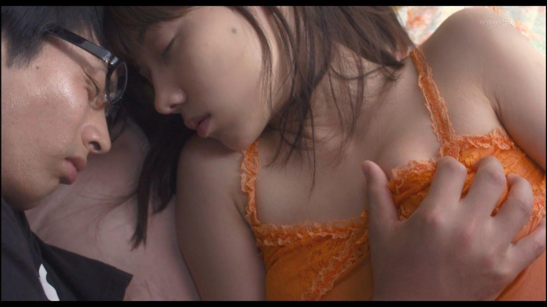 映画「モテキ」で森山未來に胸を掴まれる仲里依紗