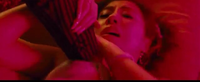 映画「土竜の唄」でEカップ胸をポロリしてる仲里依紗