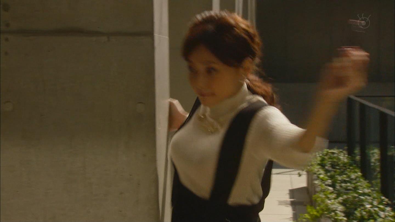 ドラマ「ファースト・クラス」の倉科カナが走って胸が揺れすぎる