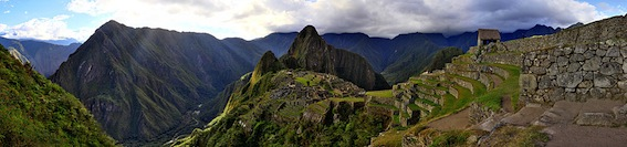 1000px-95_-_Machu_Picchu_-_Juin_2009.jpg
