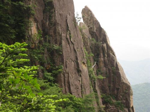 地すべり山くずれ研究所本舗 花崗斑岩の節理と風化