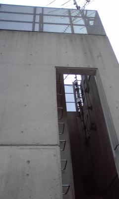 EV機械室階段100801_1441~02