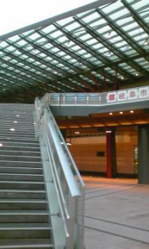 駅階段110225_1745~02