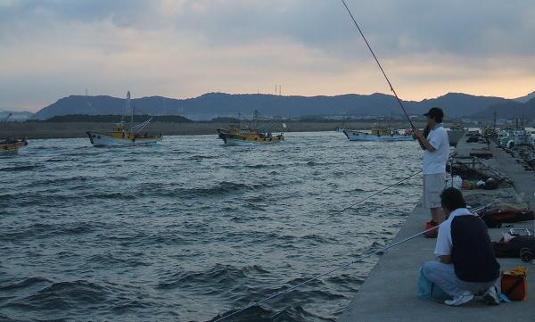 漁船が一斉に漁のため、出て行きます ・・・